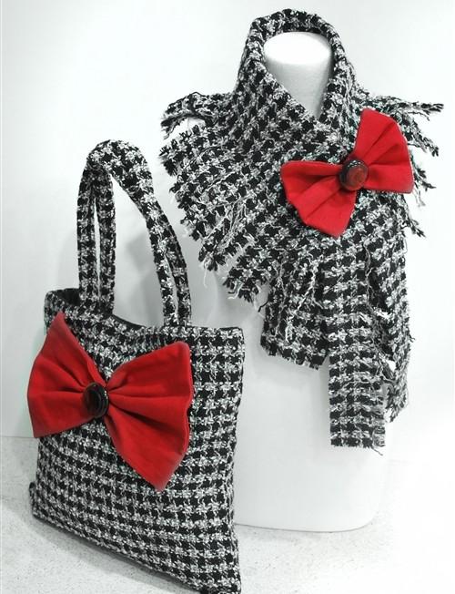 Μάλλινη τσάντα με κόκκινο φιόγκο