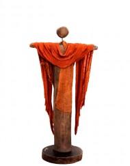 Κεραμικό γλυπτό με ξύλο και ύφασμα