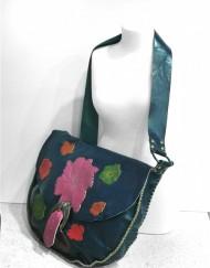 Δερμάτινη τσάντα με μπρούτζινο κούμπωμα