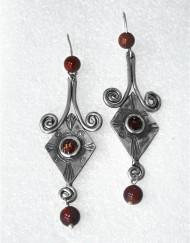 Ασημένια σκουλαρίκια με πατίνα, σμάλτο και κορνεόλη