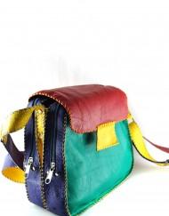 Δερμάτινη τσάντα, τρείς εσωτερικές θηκες και τρία εξωτερικά τσεπακια.