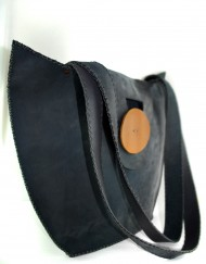 Γκρί δερμάτινη τσάντα.
